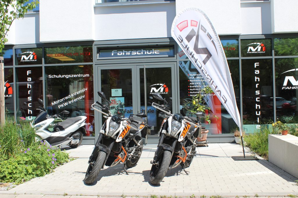 ktm duke 125 fahrschule m1. Black Bedroom Furniture Sets. Home Design Ideas